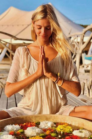 prof festival yoga